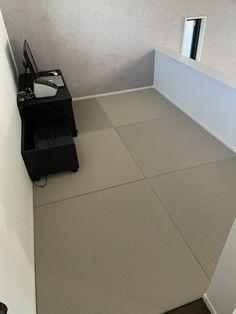 6 Mats Set : Case Size : 83.5 x 84 x 10 cm (32.8 x 33 x 3.9 inches) Weight: 14 kg ( 30.9 lbs ) Tatami Room, Tatami Mat, Tile Floor, Tokyo, Japanese, Japanese Language, Tokyo Japan, Tile Flooring, Washitsu
