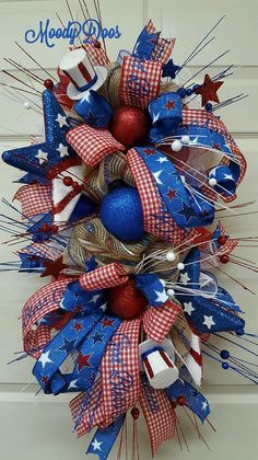 ideas for patriotic door wreaths america Patriotic Wreath, 4th Of July Wreath, Patriotic Crafts, Americana Crafts, Patriotic Quilts, Wreath Crafts, Diy Wreath, Wreath Making, Deco Mesh Wreaths