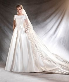 OTELO - Wedding dress in mikado and lace.