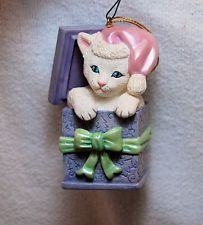 2000 LENOX CHINA PORCELAIN Inquisitive Cat (White kitty in a present) ships free