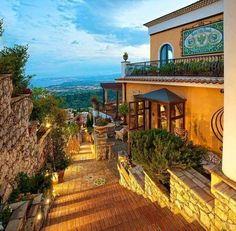 ISLA SICILIA / ITALIA  https://www.facebook.com/bestwonderfulworld/photos/a.268277883339423.1073741828.268272393339972/538339066333302/?type=3&theater