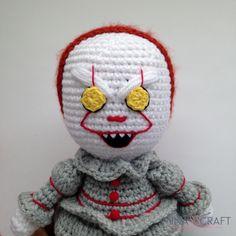 Pennywise the clown Amigurumi Crochet Dragon, Crochet Art, Crochet Toys, Doll Patterns, Crochet Patterns, Blanket Patterns, Pennywise The Clown, Crochet Monsters, Halloween Crochet