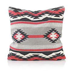 Kissenhülle mit Ikatoptik für den Ethno-Look im Wohnzimmer. #impressionen