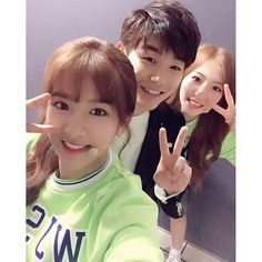 eric nam with cosmic girls´s EXY and eunseo