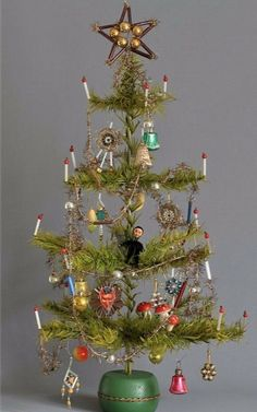 Goose feather tree tinsel garland Lauscha Gablonz around 1920 glass TOP Krampus cotton wool Antique Christmas Ornaments, Miniature Christmas Trees, Vintage Ornaments, Christmas Decorations, Christmas Origami, Christmas Past, Green Christmas, Charlie Brown Tree, Tinsel Garland