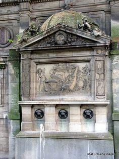 Fontaine de Léda (arrière de la fontaine Médicis) Jardin du Luxembourg. Paris 6