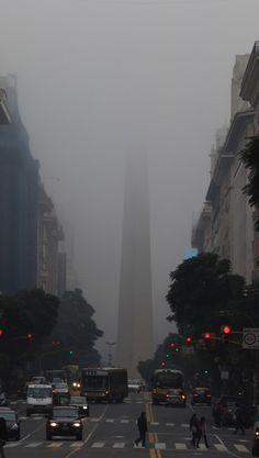 Desde temprano, el cielo plomizo volvió a oscurecer la ciudad. Foto:LA NACION/Aníbal Greco