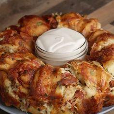 """191.3 ezer kedvelés, 3,770 hozzászólás – Tasty (@buzzfeedtasty) Instagram-hozzászólása: """"This chicken alfredo garlic knot ring is calling your name 😱"""""""