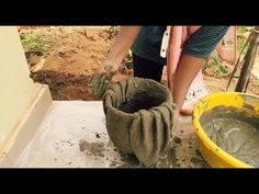 Here's an interesting method to create cement pots using cloth.In this video you get to see a cool method on how make cement pots at home.I am creating cemen. Cement Art, Concrete Crafts, Concrete Projects, Diy Pallet Projects, Diy Cement Planters, Cement Flower Pots, Concrete Leaves, Concrete Pots, Garden Yard Ideas