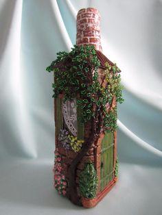Фотография Glass Bottle Crafts, Wine Bottle Art, Glass Bottles, Diy Crafts Slime, Diy And Crafts, Arts And Crafts, Waste Art, Bottle House, Altered Bottles