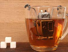 infuseur à thé en inox en forme de robot - Robot Tea Infuser by kikkerland - funny  coloured cooking utensil - ustensile de cuisine rigolo  de couleur
