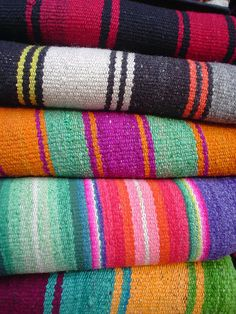 Hand made Carpets Textile Fabrics, Textile Patterns, Textile Design, Color Patterns, Color Schemes, Colorful Pillows, Fibres, How To Speak Spanish, Color Inspiration