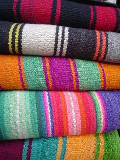 Bolivian textiles! Weaving Textiles, Textile Fabrics, Textile Patterns, Textile Design, Color Patterns, Textile Art, Andes Peru, Peruvian Textiles, Guatemalan Textiles