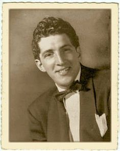 A young Dean Martin, born Dino Paul Crocetti Date unknown Hollywood Actor, Hollywood Stars, Classic Hollywood, Old Hollywood, Dean Martin, Young Celebrities, Celebs, Sammy Davis Jr, Old Movie Stars