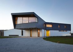 Alma-nac skews upper level of Split House to capture sea views
