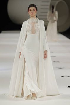 See the Spring 2019 wedding dresses from YolanCris bridal from Barcelona Bridal Fashion Week Lela Rose, Bridal Looks, Bridal Style, Bridal Collection, Dress Collection, Bridal Dresses, Wedding Gowns, Bridal Gown, Bridal Fashion Week