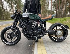 From the time that We showed with regards to Noble Enfield Round Café Speed, I'm Yamaha Cafe Racer, Moto Cafe, Cafe Racers, Custom Street Bikes, Custom Bikes, Custom Cars, Bmw R 50, Yamaha Xjr 1300, Bike Photoshoot