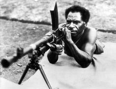 A native Papuan civilian receives militia training by Australian forces with the use of a Cartridge (Mk VII) Bren light machine gun during the Japanese occupation of Papua New Guinea. Oro Province, Papua New Guinea. Light Machine Gun, War Image, Story Of The World, Total War, History Books, Ww2 History, Papua New Guinea, Vietnam War, Military History