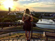 Du suchst einen ganz beonderen Platz für die schönsten Sommer-Sonnenuntergänge? Steig mal auf den Olympiaberg in München – es lohnt sich.