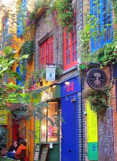 Neal's Yard in London, England…….A SPOT OF TEA ??…….A CUP OF STRONG COFFEE ??…….A TASTY BITE ??………YOU CAN BET THAT NEAL'S YARD HAS IT………..ccp