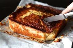 GATEAU AU LAIT & A LA SEMOULE et AU CITRON (Pour un moule de 20 cm de côté : 75 g de beurre mou, 200 g de sucre, 2 c à s d'arôme de vanille liquide, zeste d'un 1/2 citron, jus d'un citron, 2 gros oeufs, 200 g de farine, 100 g de semoule fine, 1 sachet de levure, 33 cl de lait)