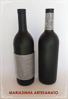 Garrafas decoradas. #mariazinhaartesanato #decoracao #reciclagem #sustentabilidade #decor #strass #garrafasdecoradas #ideiascriativas #handmade #artesanato