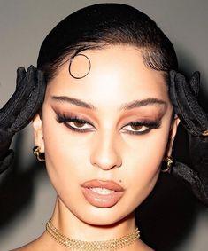 aesthetic makeup looks eyeliner * eyeliner looks aesthetic ` aesthetic makeup looks eyeliner ` white eyeliner looks aesthetic Goth Makeup, Clown Makeup, Skin Makeup, Makeup Inspo, Eyeshadow Makeup, Makeup Art, Makeup Inspiration, Beauty Makeup, Vogue Makeup