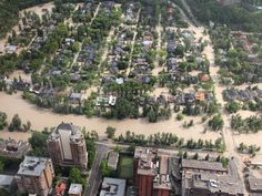 This is pretty Awesome! Three University of Calgary law students have partnered with several pro bono legal organizations in Calgary to provide information and advice to people affected by the recent southern Alberta floods. Flood Mitigation, Paris Skyline, New York Skyline, University Of Calgary, Pro Bono, House And Home Magazine, Pretty Cool, Dolores Park, Explore