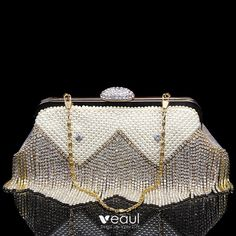 Fashion Gold Patent Leather Clutch Bags 2020 Metal Pearl Rhinestone Tassel Leather Clutch Bags, Patent Leather, Gland, Friends Fashion, Gold Fashion, Tassels, Coin Purse, Pearls, Wallet