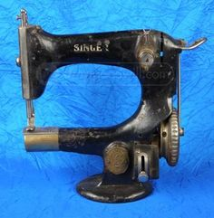 Antique Singer Sewing Machine Serial #C3087684 - Model 25-4 - Circa the early 1900's