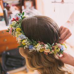 """""""#coronadeflores para Cris. #elenasuarezandco #boda #flowercrown #fwedding"""""""