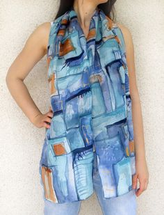 C'est une belle léger l'écharpe en soie avec des bords roulés à la main. Le foulard est 100% soie. Cette unique conception est à quelques nuances de couleurs bleu, marine, lum - 14940283