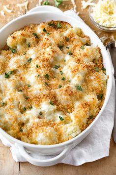 casserole recipes This creamy and delicious cauliflower casserole with a crisp panko and parmesan topping is a scrumptious way to turn cauliflower into a cheesy side dish! Mexican Food Recipes, Vegetarian Recipes, Cooking Recipes, Healthy Recipes, Vegetarian Side Dishes, Good Recipes, Meditranian Recipes, Recipe Ideas, Chicken Recipes