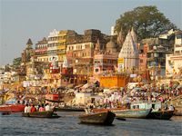 The tour gathers dozens of top attractions to be visited in 9 days, including Rajasthan or the Pink City,archeology museums and Buddhist sanctuaries, Hindu temples and bazaars. The 2 days in Varanasi accommodate a Ganges River boat trip.