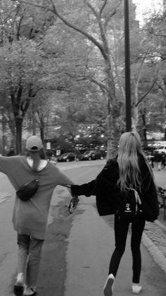 Black Pink Kpop, Black And White, Foto Rose, Blackpink Poster, Lisa Blackpink Wallpaper, Best Friend Pictures, Blackpink Photos, Blackpink Fashion, Jolie Photo
