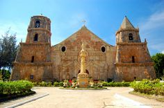 Baroque Churches of the Philippines Philippines, Mountain Pictures, Building Photography, Famous Buildings, Singapore Travel, St Thomas, Place Of Worship, Barcelona Cathedral, Around The Worlds