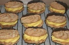 Trine`s Gule Bomber - suksesskjeks - Sweets 2 Share Norwegian Food, Norwegian Recipes, All Things Christmas, Cupcake Cakes, Cupcakes, Cake Recipes, Muffin, Food And Drink, Beef