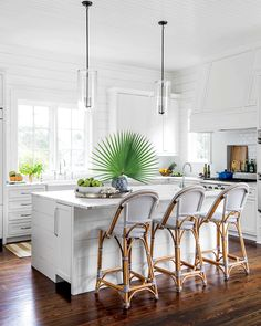 Beachy White Shiplap Kitchen - Home Decor Beautiful Kitchens, Cool Kitchens, White Kitchens, Coastal Kitchens, Coastal Farmhouse, Coastal Cottage, Modern Farmhouse, Kitchen Decor Themes, Home Decor