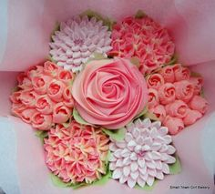 Small pretty in pink cupcake bouquet Small Cupcakes, Sweet Cupcakes, Flower Cupcakes, Pink Cupcakes, Cupcake Bouquets, Purple Wedding Cakes, Wedding Cakes With Flowers, Elegant Wedding Cakes, Elegant Cakes