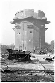 Old photos of Vienna - Page 19 - SkyscraperCity Survival Life, Wilderness Survival, Abandoned Buildings, Abandoned Places, Monuments, Old Pictures, Old Photos, Flak Tower, Bunker Hill Los Angeles