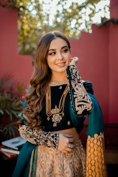Pakistani Fashion Party Wear, Pakistani Wedding Outfits, Pakistani Dresses, Hair Up Styles, Fancy Dress Design, Iranian Women Fashion, Velvet Tops, Stylish Girl, Wedding Wear