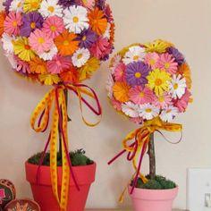 Saiba aqui passo a passo como fazer lindas topiarias de flores de cartolina coloridas