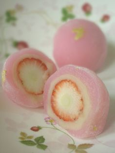 strawberry snow drop..... Oh I would LOVE to have this recipe!!! It's in Japanese!
