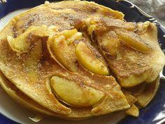 Ez a palacsinta ízvilágában tulajdonképpen a bundásalmát idézi meg, mégis könnyedebb, kevésbé olajos, palacsintásabb :-) Villám gyorsan megvan és... Pancake Dessert, Apple Pie, Pancakes, French Toast, Cupcake, Breakfast, Sweet, Recipes, Zentangle