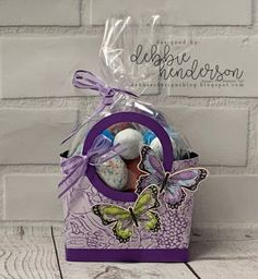 Debbie's Designs: Mini Carry-All Tote Bag & video using Stampin' Up! Botanical Butterflies Designer Paper, Organdy Ribbon and Circle Punches. Paper Gift Box, Paper Boxes, Gift Boxes, Christmas Bags, Christmas Wrapping, Purse Tutorial, Tutorial Sewing, Wedding Gift Bags, Wedding Favors