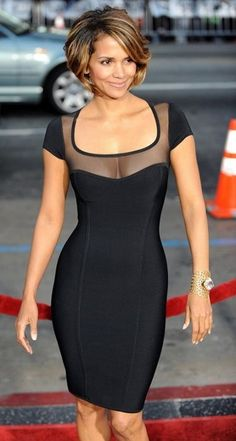 Halle Berry Pics Wolverine Screening In Hollywood Beautiful Black Women, Beautiful People, Hally Berry, Halle Berry Style, Fashion Vestidos, Herve Leger Dress, Celebs, Celebrities, Look Chic