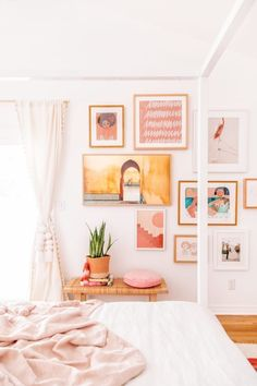 The Most Bohemian Casual Living Rooms of All Time Are in This Country - Bohemian Bedroom Decor Ideas Master Bedroom Makeover Bohemian Bedroom Decor, Home Decor Bedroom, Bedroom Ideas, Decorating Walls In Bedroom, Bohemian Room, Bedroom Rustic, Bedroom Modern, Bedroom Chair, Bedroom Art