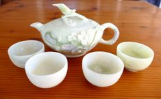 Natural jade tea pot set, beautiful carved flower, lid is a bird. Vintage natural Chinese jade carved prior to the year 2000 Tea Pot Set, Pot Sets, Teapots And Cups, Jade, Tea Cups, Carving, China, Plates, Bird
