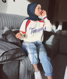 Style inspiration sporty casual Ideas for 2019 Modern Hijab Fashion, Hijab Fashion Inspiration, Muslim Fashion, Modest Fashion, Trendy Fashion, Fashion Outfits, Style Inspiration, Hijab Casual, Hijab Outfit