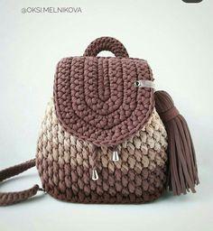 Crochet Backpack Pattern, Free Crochet Bag, Crochet Shrug Pattern, Crochet Tote, Crochet Handbags, Diy Crochet, Crochet Patterns, Crochet Dinosaur, Crochet Shoulder Bags